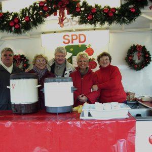 Viel Spaß hatte der Vorstand der Voerder AG 60 Plus auf dem Weihnachtsmarkt 2006